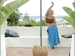 Dance! Sexy blonde dances in the...