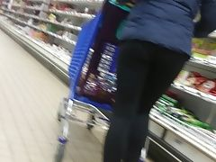 Candid : girl in leggings ( epic...
