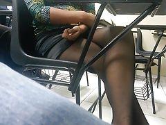companera culona en minifalda 2